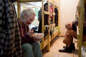 Šaltis sostinės benamius suvijo į nakvynės namus