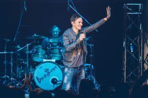 """Latvių žvaigždžių """"BrainStorm"""" koncerte – ir seni hitai, ir naujos dainos"""