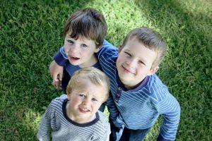 Pirmą kartą per 17 metų lietuvių šeima iškart įvaikino tris vaikus