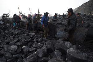 Kinijos anglių kasykloje per avariją žuvo 12 kalnakasių