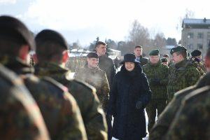 Prezidentė: dabartinis šaukimo į kariuomenę modelis – optimalus