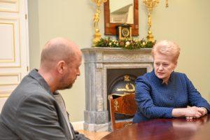 Už ypatingus nuopelnus Lietuvos pilietybė suteikta režisieriui J. Ohmanui