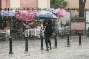 Savaitgalį – lietus su perkūnija, tikėtinas net škvalas