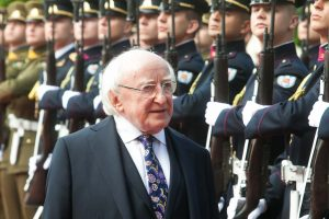 Viešėdamas Lietuvoje, Airijos prezidentas ragina ginti daugiašališkumą