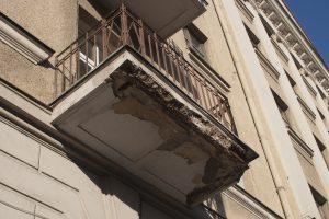 Vilniuje išgelbėtas iš balkono bandęs nušokti vyras