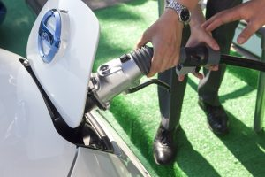 Pasikrauti elektromobilį per 15 minučių – misija įmanoma