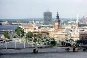 Latvijoje įsitvirtinę Lietuvos verslininkai: verslo apimtys čia vis auga