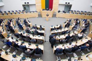 Parlamentarai vis nesusitaria dėl atostogų