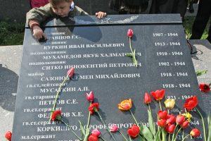 Studentai iš Rusijos Lietuvoje tvarkys sovietų karių kapus