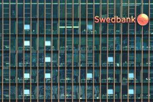 """Konkurencijos taryba tiria galimą """"Swedbank"""" piktnaudžiavimą"""
