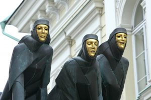 Teatralai įsiutę: valdžia mus vėl apgavo