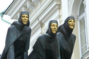 Ministerija ieško vadovų trims teatrams