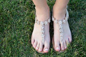 Ar tikrai sveikiausia – vaikščioti basomis?
