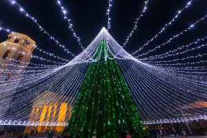 Vilniaus Katedros aikštėje nušvis Kalėdų eglė