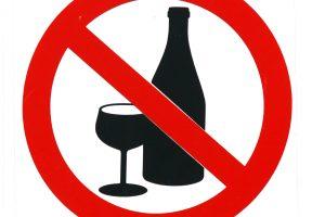 Uždrausta į Seimą įnešti alkoholio