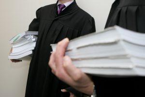 Advokatas įtariamas gavęs 55 tūkst. eurų kyšį teisėjui papirkti