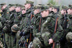 Per ketverius metus karių algos didės beveik trečdaliu