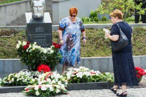 Prezidento A. Brazausko šeima nusprendė pakeisti jo antkapinį paminklą