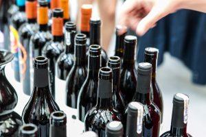 Kinta lietuvių įpročiai renkantis alų ir vyną
