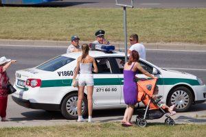 Per girto vairuotojo sukeltą avariją nukentėjo karys