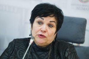Įstatymus pažeidusi buvusi ministrė A. Pitrėnienė kremta bedarbio duoną