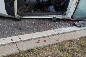 Kretingos rajone apvirto automobilis, prispaustas žmogus