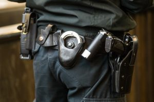 Girtas užsienietis iš Kauno patrulio bandė atimti ginklą