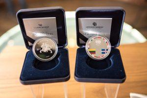 Lietuvos bankas pristatė Nepriklausomybės 25-mečiui skirtą monetą