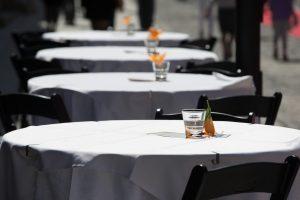 Oro uosto rekonstrukcija mažino sostinės restoranų apyvartas