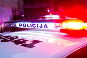 """Policijos persekiotu """"Audi"""" lėkė girtas šešiolikmetis su kompanija"""