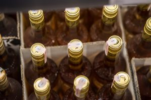 Alkoholio branginimas veja lietuvius apsipirkinėti į Latviją ir Lenkiją