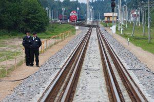 Naktį traukinys mirtinai traumavo moterį