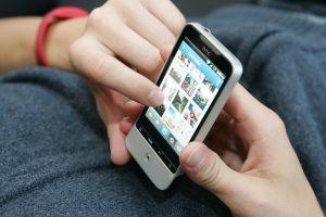 Teismas: pamokos metu iš mokinio telefonas paimtas teisėtai
