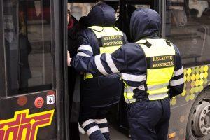 Vilniuje keleivis peiliu puolė kontrolierių