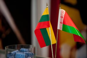 Baltarusijos ambasados patarėjas galimai kliudė automobilį ir pasišalino