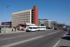 Ėmėsi žygių, kad prie Santaros klinikų atsirastų daugiau vietų automobiliams