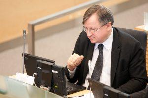 E. Vareikis Seimo darbuotojas užvertė laiškais su erotiniais motyvais