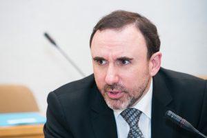 Valdantieji prašo neatšaukti A. Gelūno iš Kultūros komiteto