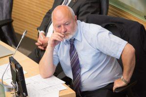 Politiniai skandalai skandina liberalus – net nebepatektų į Seimą
