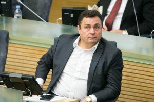 Seimas atmetė P. Gražulio siūlymą iki 71 mažinti parlamentarų skaičių