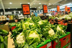 Prekių ir paslaugų kainos Lietuvoje didėja trečią mėnesį iš eilės