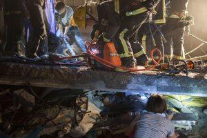 Kinijoje sugriuvus pastatui žuvo 11 žmonių, dešimtys kitų – išgelbėta