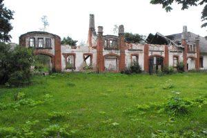 Ignalinos rajone sudegė apleisto Kazokinės dvaro kluonas