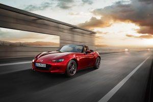 """""""Mazda MX-5"""" išrinktas Japonijos metų automobiliu"""