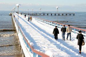 Poilsio pajūryje žiemą privalumai – mažesnės kainos ir ramybė