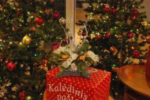 Senolius pradžiugino kalėdinėmis puokštėmis