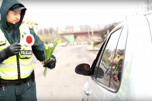 Sostinės policija siunčia sveikinimus moterims