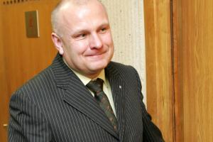 Raseinių taryba iš administracijos vadovo pareigų vėl atleido R. Ačą