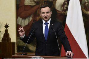 Lenkija kovos su komunizmą menančiais pavadinimais