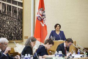 Seimo pirmininkė ragina rengti lietuvių grįžimo programą